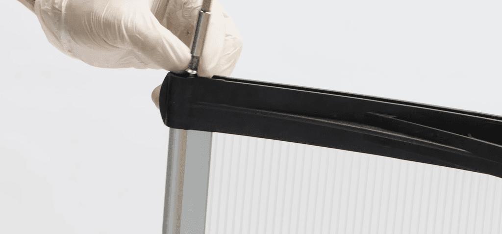 montaje marquesina paso 4 colocacion de tornillos ambos lados